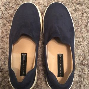 Steve Madden navy blue sneakers.